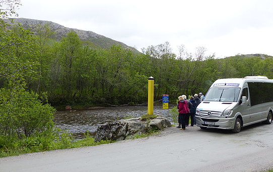 Border between Norway and Russia running in the middle of Jakobs River